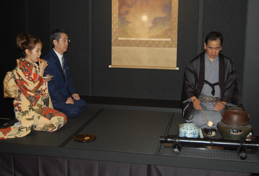 A tea ceremony at Yamashita Gallery.