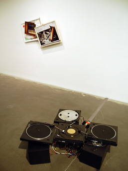 An analogue audio collage, 4 turntables playing Bolero by Icaro Zorbar.